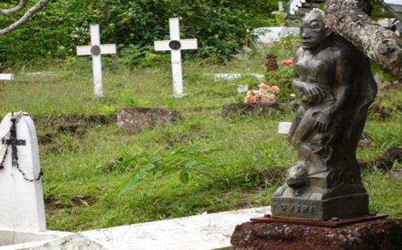 Gauguin-Oviri-on-the-Tomb-of-Gauguin