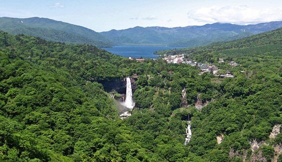 Lake_chuzenji_and_kegon_waterfall
