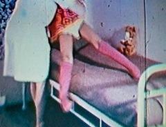 Jeanette fue tratata en el hospital infantil Kronprinsessan Lovisa en Estocolmo después de que las piernas quedaron en posición fija por causa de calambre después de ser violada por su abuelo.