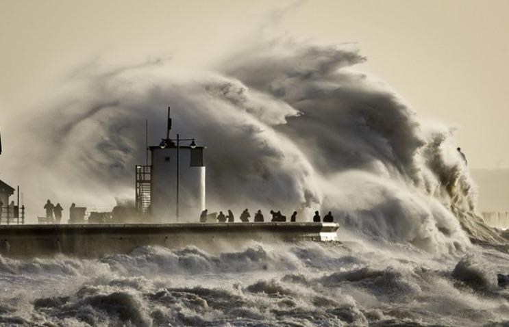 Olas gigantescas en Porthcawl Harbour