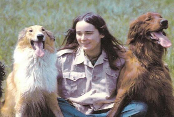 Sandra_Lertzman (Sandy) y 2 de sus perros (ya fallecidos) Ruben y Elsa, fotografiada en su juventud.