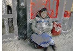 Vanessa a la entrada del supercado HEMKÖP en Gotemburgo