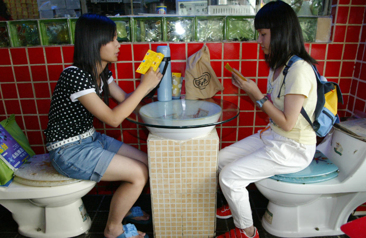 Toilet_themed_restaurang_2ed_Floor,_JieFanlu_1004_Dongmen_BuxingJie,_Shenzhen,_China