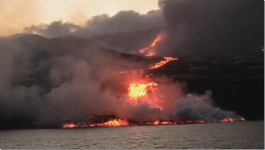 LA PALMA lava llega al mar
